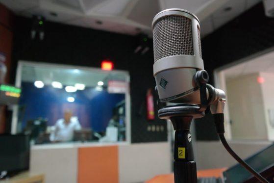 microfono in studio radiofonico